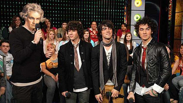 Beethoven hosts MTV's TRL with guests The Jonas Brothers.