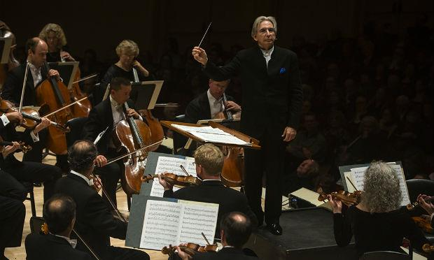 Michael Tilson Thomas leads the San Francisco Symphony at Carnegie Hall