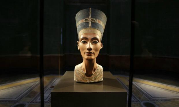 The  Bust of Nefertiti  sits in Berlin  Germany  much to the chagrin    Nefertiti Artifacts