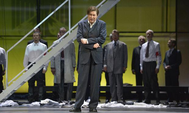 Daniel Frank and Herren des Chores in Deutsche Oper am Rhein's 'Tannhauser'