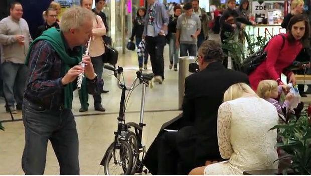 A Brno Philharmonic flutist heals broken hearts
