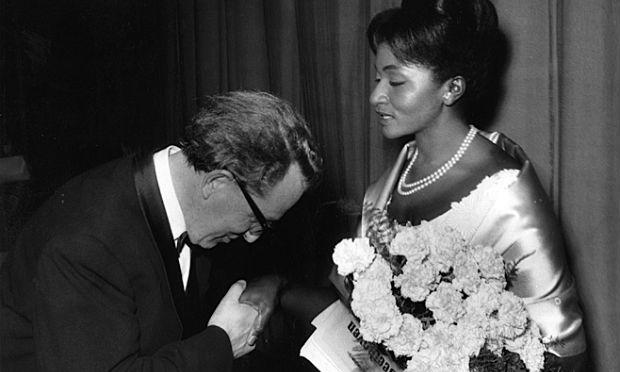 Grace Bumbry is greeted ceremoniously at Bayreuth