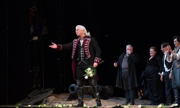Dmitri Hvorostovsky at the curtain call for the September 25 performance of Verdi's 'Il Trovatore'