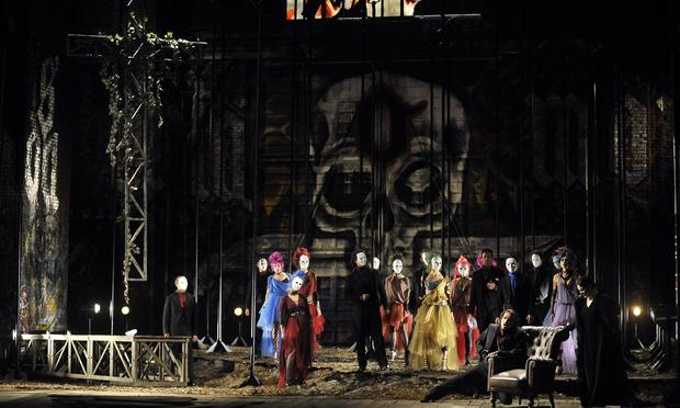 L'Masnadieri full cast onstage at La Fenice