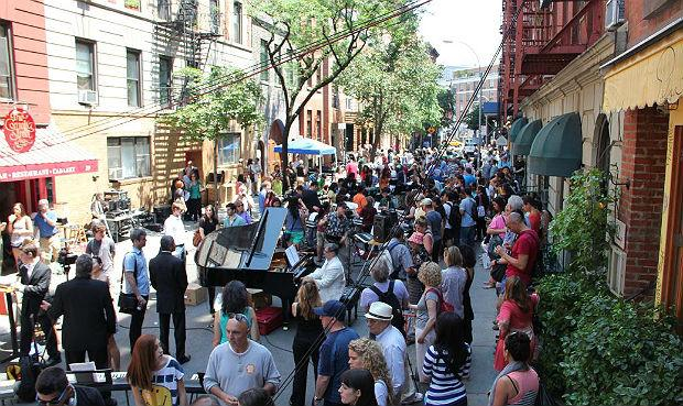 175 Keyboard players perform Pachelbel's Canon on Cornelia Street