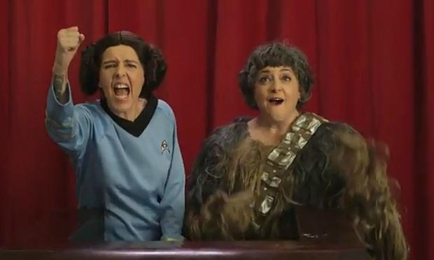 Neko Case and Kelly Hogan in the music video for 'These Aren't The Droids'