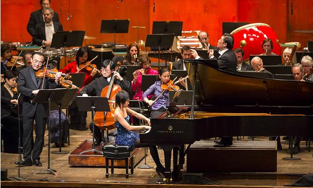Yuja Wang, a trailblazer in concert attire, with violinist Cho-Liang Lin & the New York Philharmonic