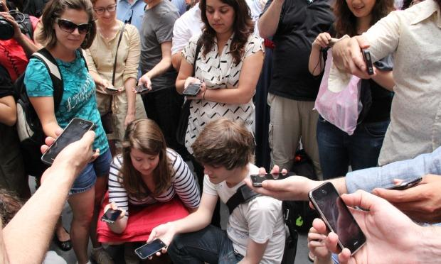 Participants performing  Aaron Siegel's iPhone composition, 'GROUP'