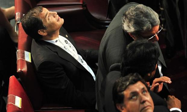 Presidents Rafael Correa of Ecuador (L) and Alan Garcia of Peru (foreground), look at the ceiling of the Congress, as a powerful 7.2 magnitude earthquake rocks central Chile, during the inauguration c
