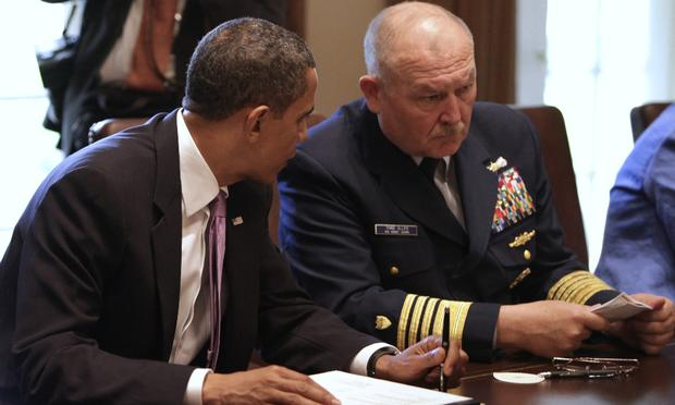US President Barack Obama (L) talks to retired Coast Guard Admiral Thad Allen, National Incident Commander, during a meeting with cabinet members to discuss the administration's response to oil spill.
