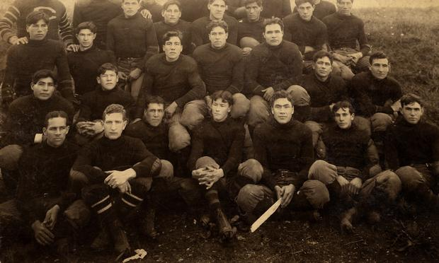 Carlisle Indian School Football Team 1907, entire squad.
