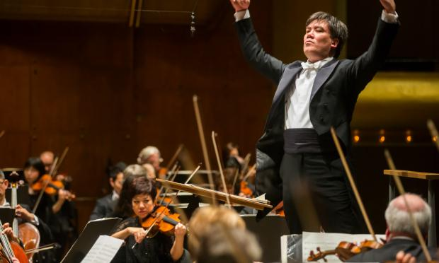 Alan Gilbert conducts the NY Philharmonic.