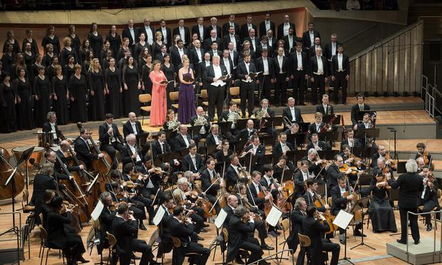 Soloists and the Rundfunkchor Berlin join Simon Rattle and the Berlin Philharmonic for Beethoven's Symphony No. 9.
