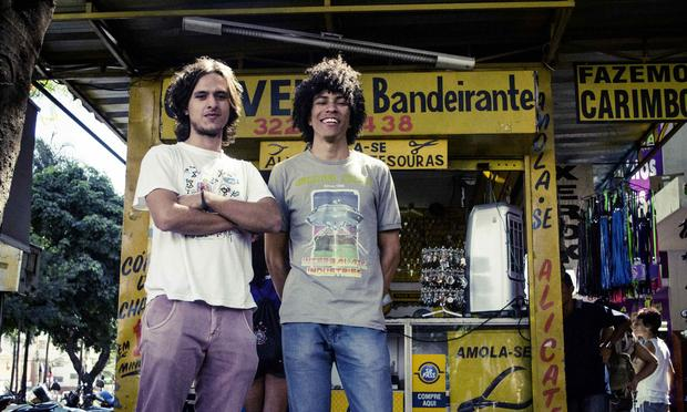 """Founding members Fernando Almeida and Benke Ferraz recorded their first album """"As Plantas que Curam"""" (""""the plants that heal"""") while still in high school, living with their parents in Goiânia."""