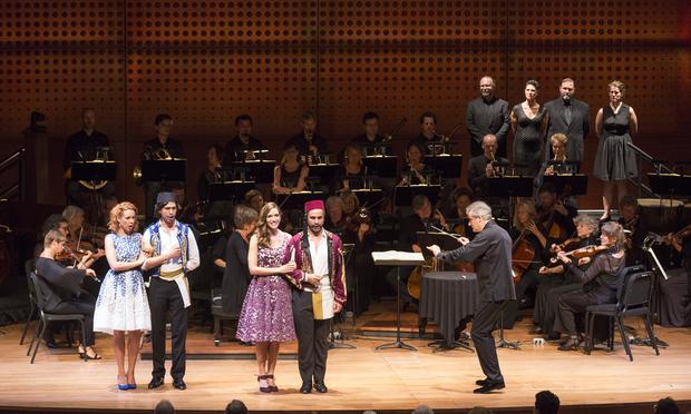Louis Langrée conducts 'Cosi fan Tutte' with (l-r) Lenneke Ruiten, Joel Prieto, Kate Lindsey and Nahuel di Pierro.