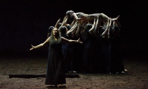 Irene Theorin in the title role of Strauss's 'Elektra' at the Paris Opera