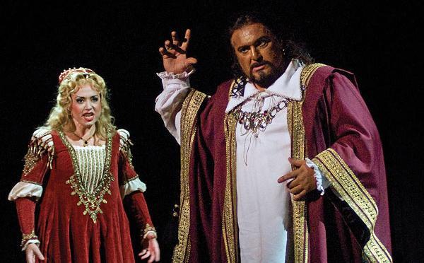 Maria Luigia Borsi as Desdemona and Antonello as Palombi, in Otello at Cincinnati Opera