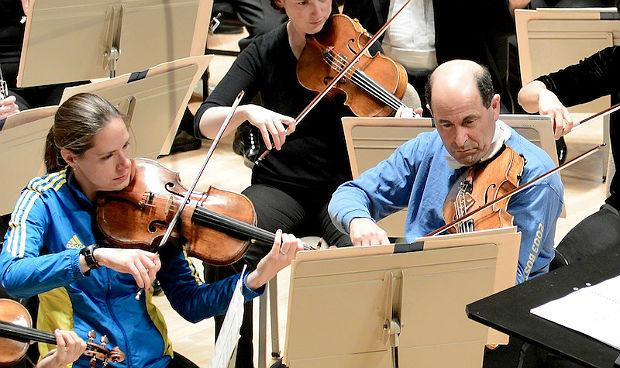 Boston Symphony assistant principal viola Cathy Basrak and principal violist Steven Ansell play in marathon gear