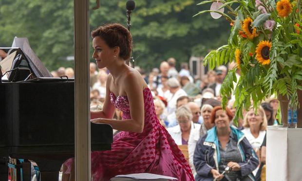 Celia García-García at piano.