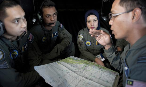 malaysian_airlines, air_force, plane