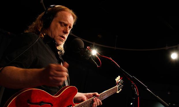 Warren Haynes performs in the Soundcheck studio.