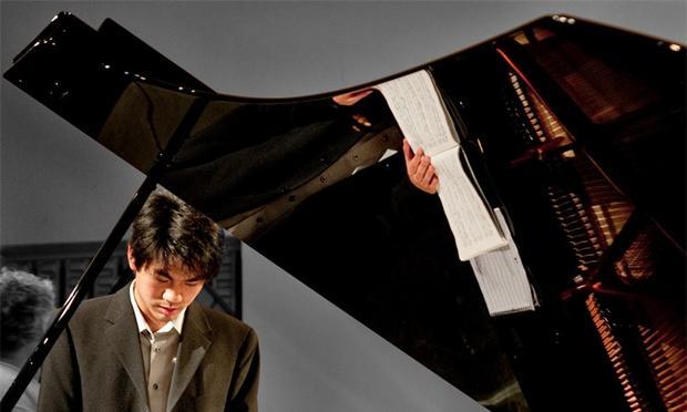 Sean Chen at the piano