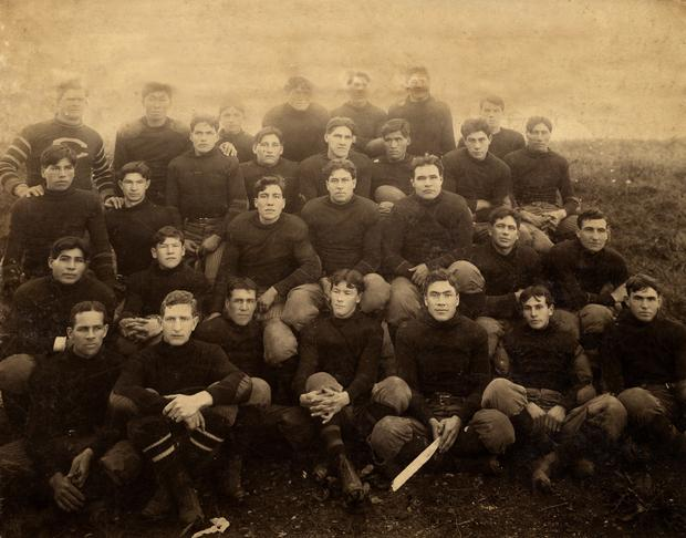 Carlisle Indian School Football Team 1907, entire squad.