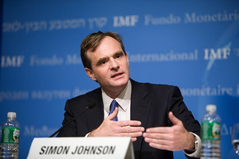 Simon Johnson answers a question at a press briefing on the World Economic Outlook at the IMF Headquarters October 17, 2007 in Washington, D.C.