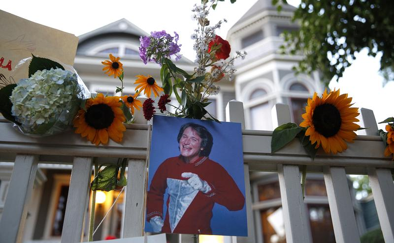 A makeshift memorial for Robin Williams is set up in front of a home on August 11, 2014 in Boulder, Colorado. The exterior of the house was used in the opening credits for 'Mork & Mindy.'