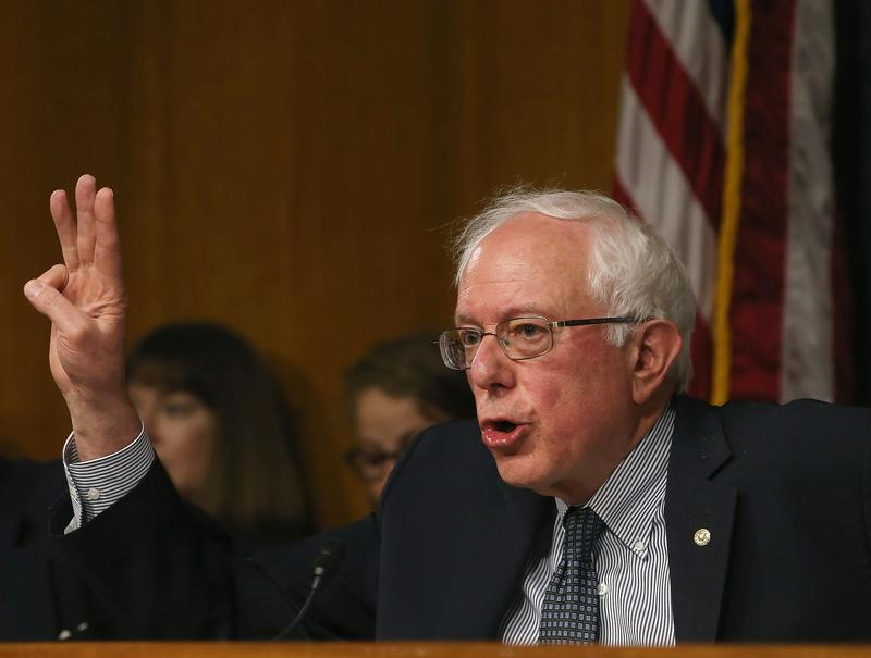 Chairman Bernie Sanders (I-VT) speaks to VA Secretary Eric Shinseki during the Senate Veterans' Affairs Committee hearing focusing on wait times veterans face to get medical care May 15, 2014.