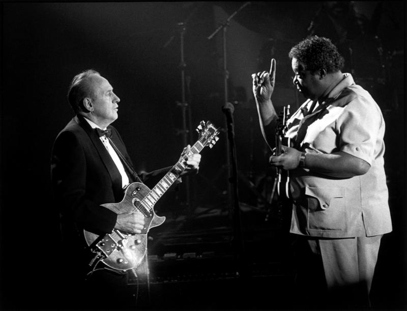 Les Paul and BB King perform on stage at the Les Paul Tribute Concert at the Brooklyn Academy Of Music in Brooklyn, NY on August 18, 1988.