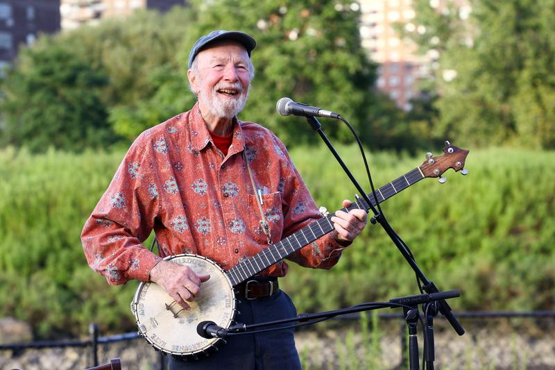 Singer Pete Seeger performs at the 2009 Dorothy and Lillian Gish Prize special outdoor tribute at Hunts Point Riverside Park on September 3, 2009 in New York City.