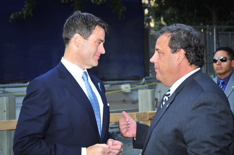 Port Authority Deputy Executive Director Bill Baroni (L) and Governor Chris Christie (R) talk at World Trade Center site, September 11, 2013
