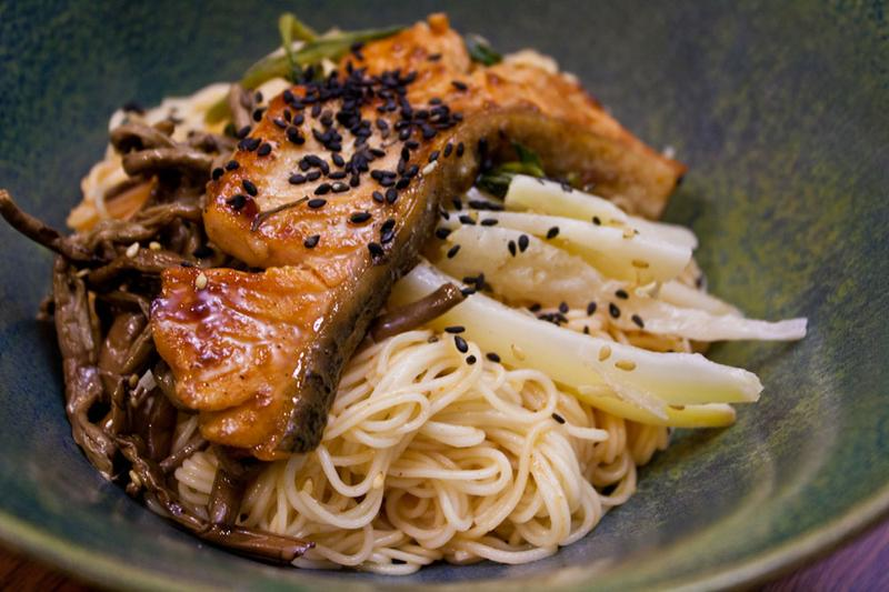 Salmon bulgogi with kosari and doraji