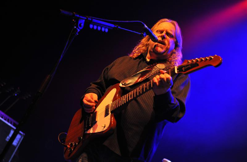 Warren Haynes of Gov't Mule performs on stage at the O2 Shepherd's Bush Empire on May 25, 2015 in London, United Kingdom