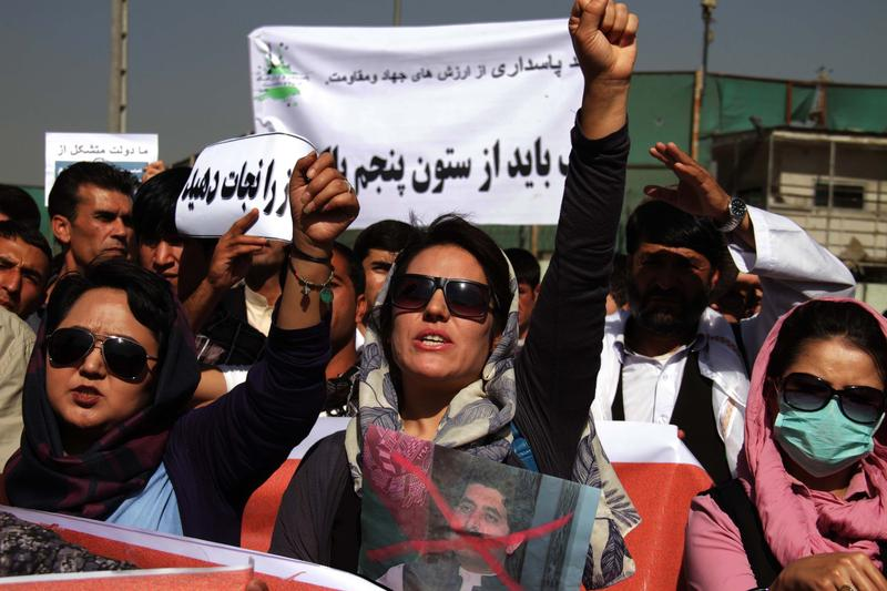 Afghan women shout anti-Taliban and government slogans during a demonstration in Kabul, Afghanistan on October 1, 2015.