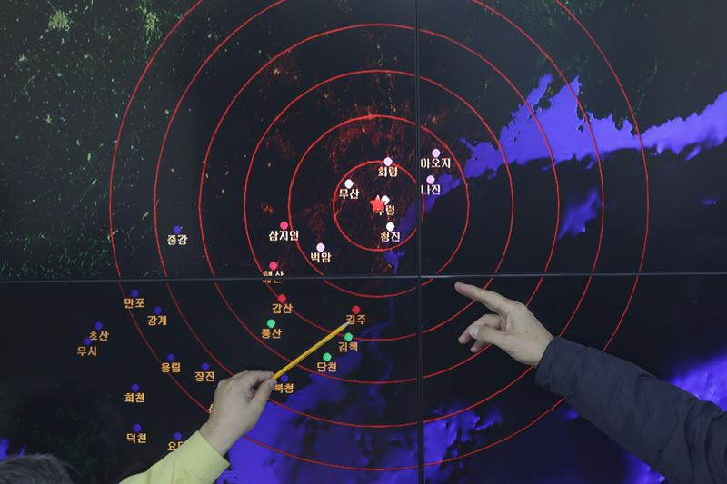 Officials in South Korea point to areas of seismic activity in North Korea on January 6, 2016.