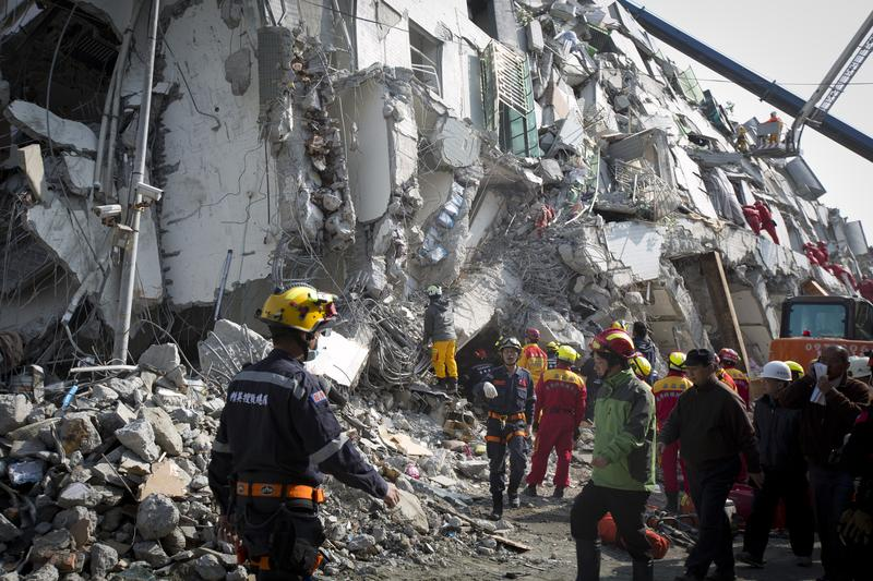 Rescue efforts continue at the site of a collapsed building on February 7, 2016 in Tainan, Taiwan. A magnitude 6.4 earthquake hit southern Taiwan early Saturday.