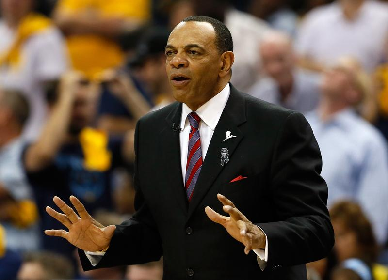 Lionel Hollins coaching a game