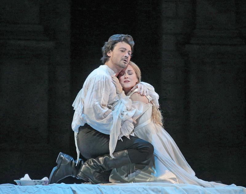 Vittorio Grigolo as Roméo and Diana Damrau as Juliette in Gounod's Roméo et Juliette.