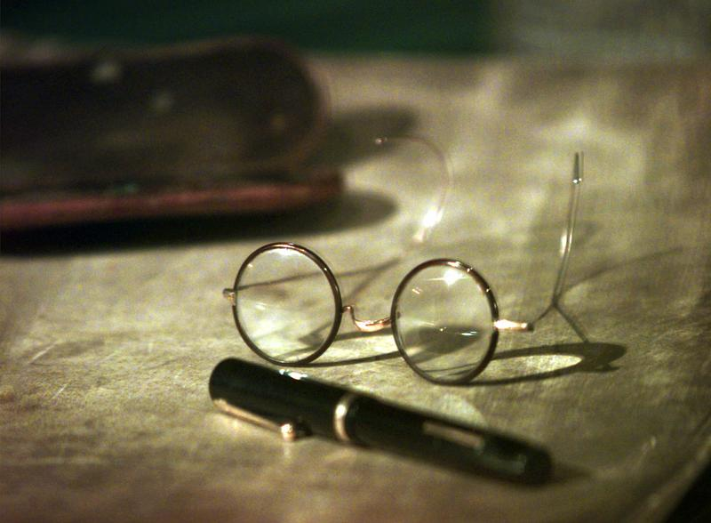 A pair of Sigmund Freud's glasses and pen on view at the Library of Congress in Washington in 1998.
