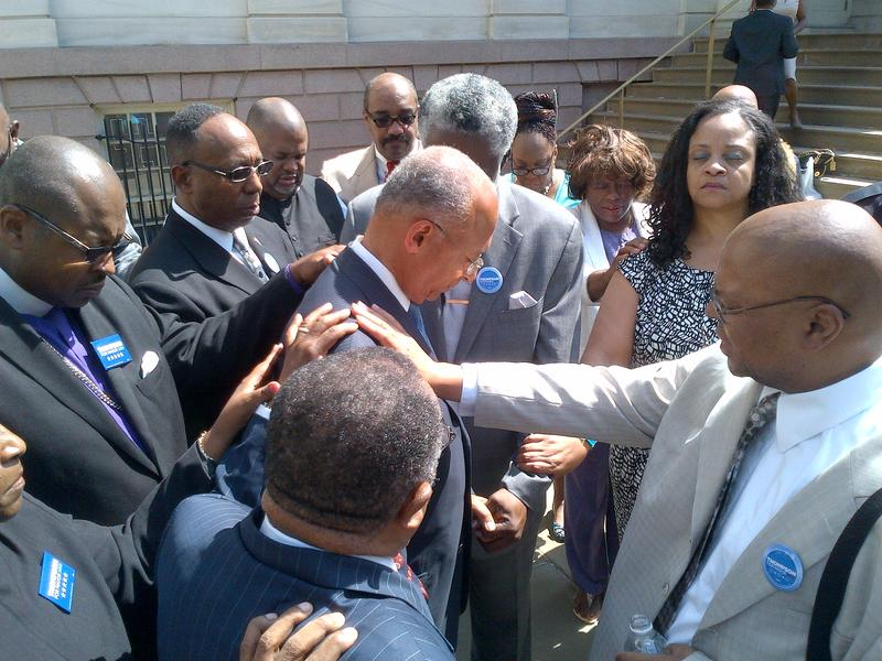 Clergy endorse Democrat Bill Thompson for Mayor