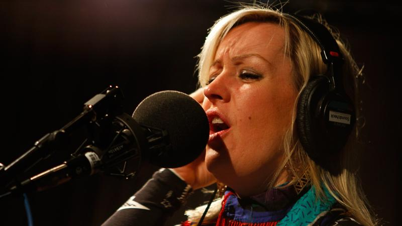 Alice Russell performs in the Soundcheck studio.