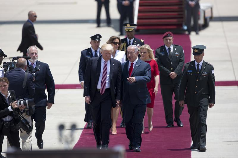 US President Donald Trump and Israeli Prime Minister Benjamin Netanyahu walk during welcome ceremony in Tel Aviv, Monday, May 22,2017.