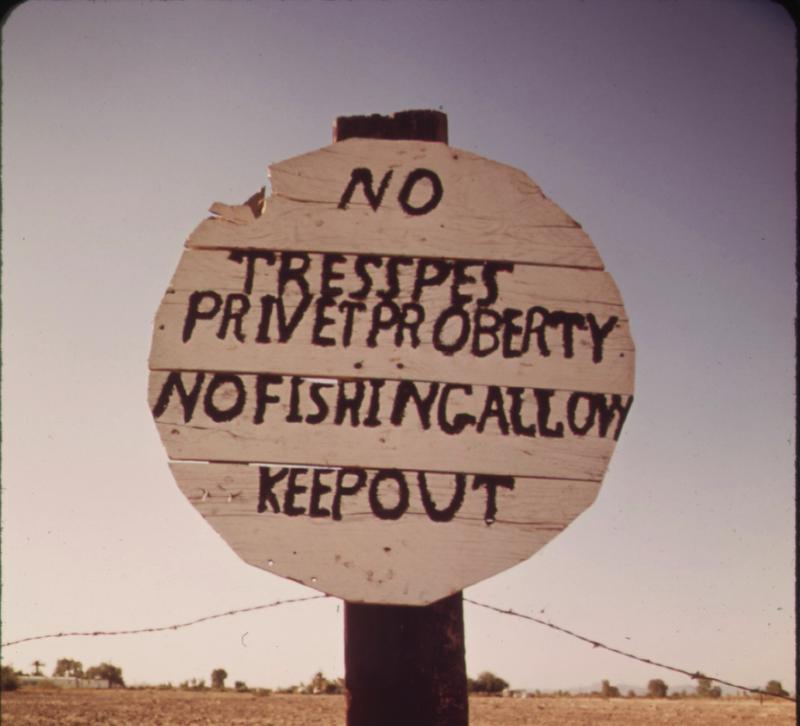 A misspelled sign near the Colorado River by Charles O'Rear in 1941.