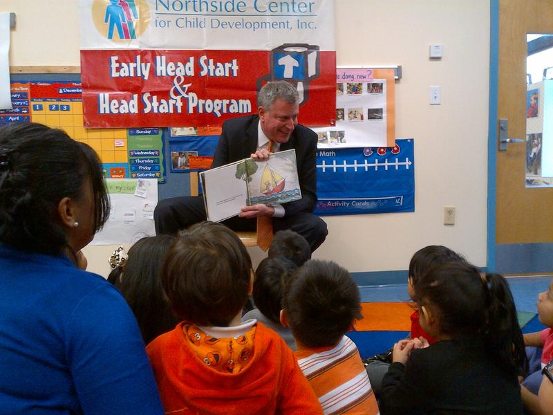 "Mayor elect Bill de Blasio reading ""Where the Wild Things Are"" to pre-schoolers"