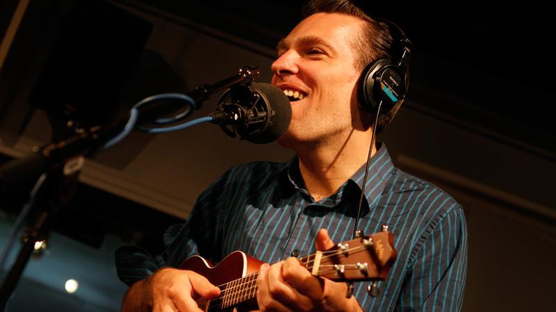 Jherek Bischoff performs in the Soundcheck studio.