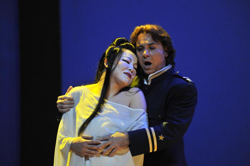 Hui He (Butterfly) and Roberto Alagna (Pinkerton)