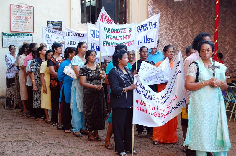 Indian women prepare to demonstrate for civil rights and healthy environment November 26, 2007 in the Old Town, Goa, India