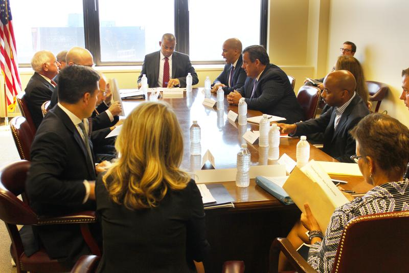 U.S. Transportation Secretary Anthony Foxx, center, met with New Jersey Gov. Christie in August to pressure local officials to help pay for a new Hudson River train tunnel.